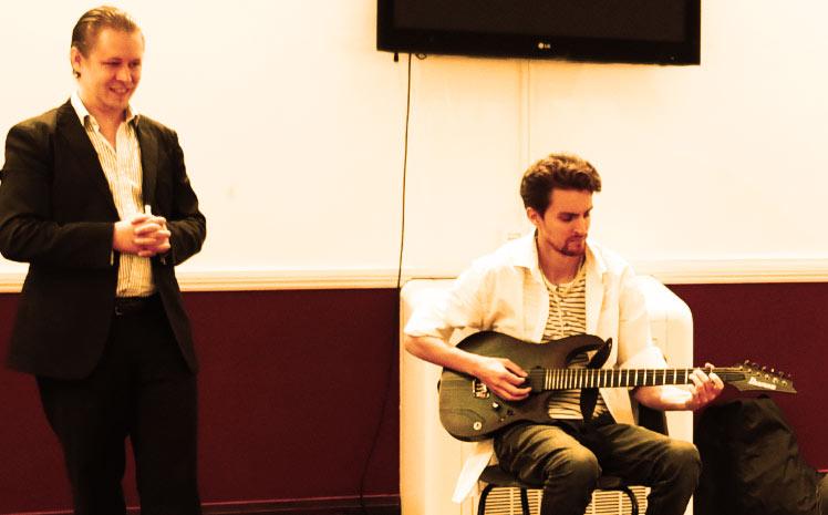 Stefan Joubert teaching Julien at the guitar workshop
