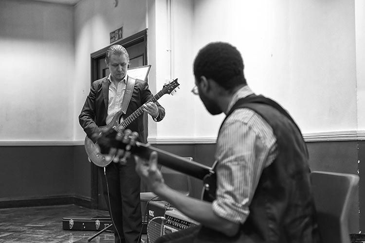 Stefan Joubert teaching at the guitar Seminar 2016
