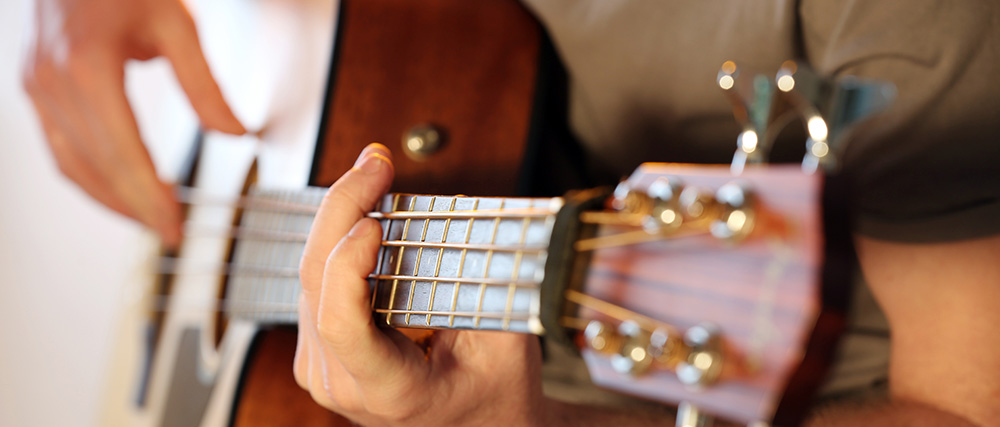 Folk guitarist