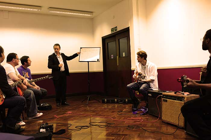 Stefan Joubert teaching group guitar