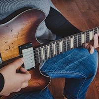Women learning jazz guitar
